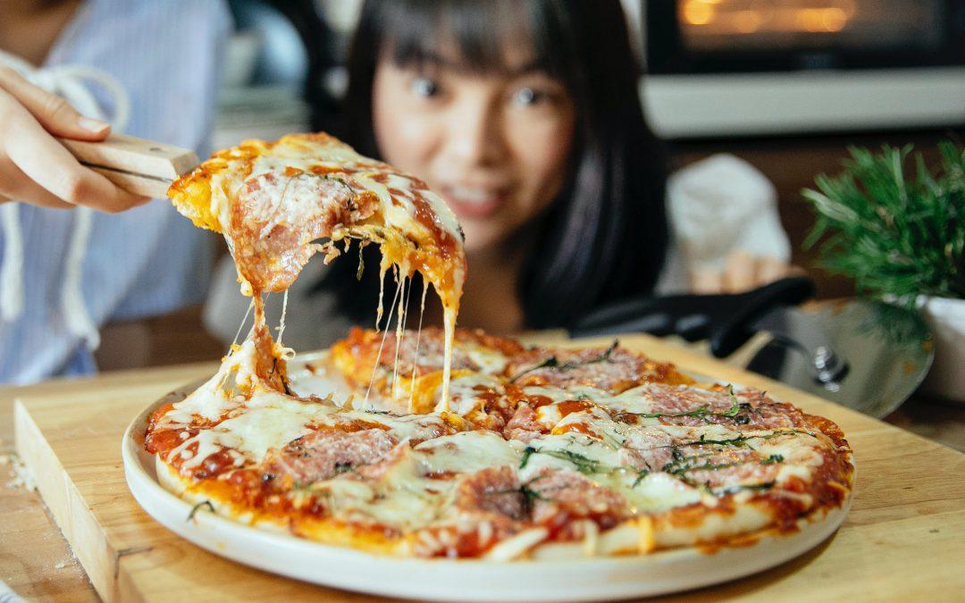 Verschillende kazen voor op de pizza